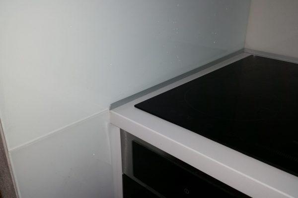 September 2015 ESTER biela vysoký lesk + kalené sklo